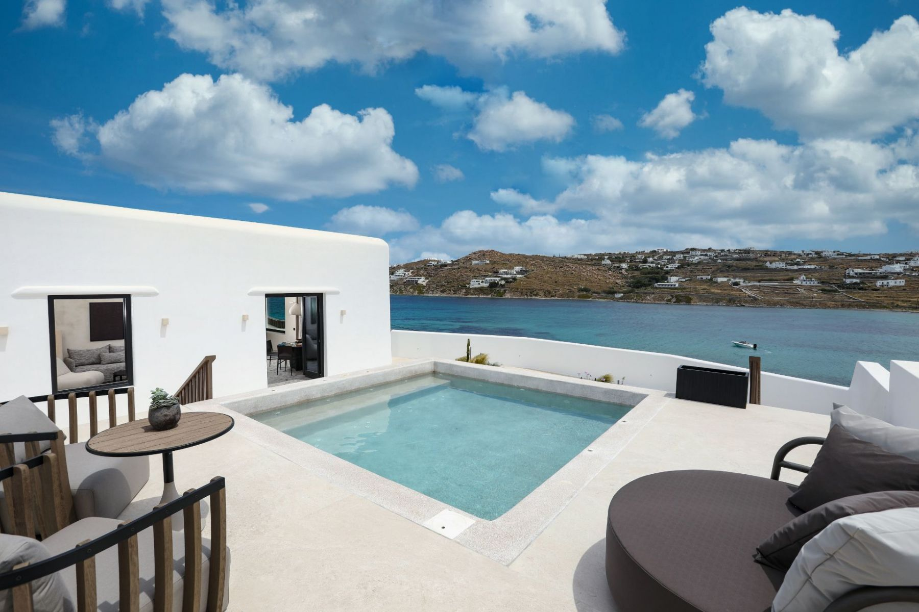 15_Aeonic-Suites-Spa-Apeiron-Suite-with-Private-Pool-1