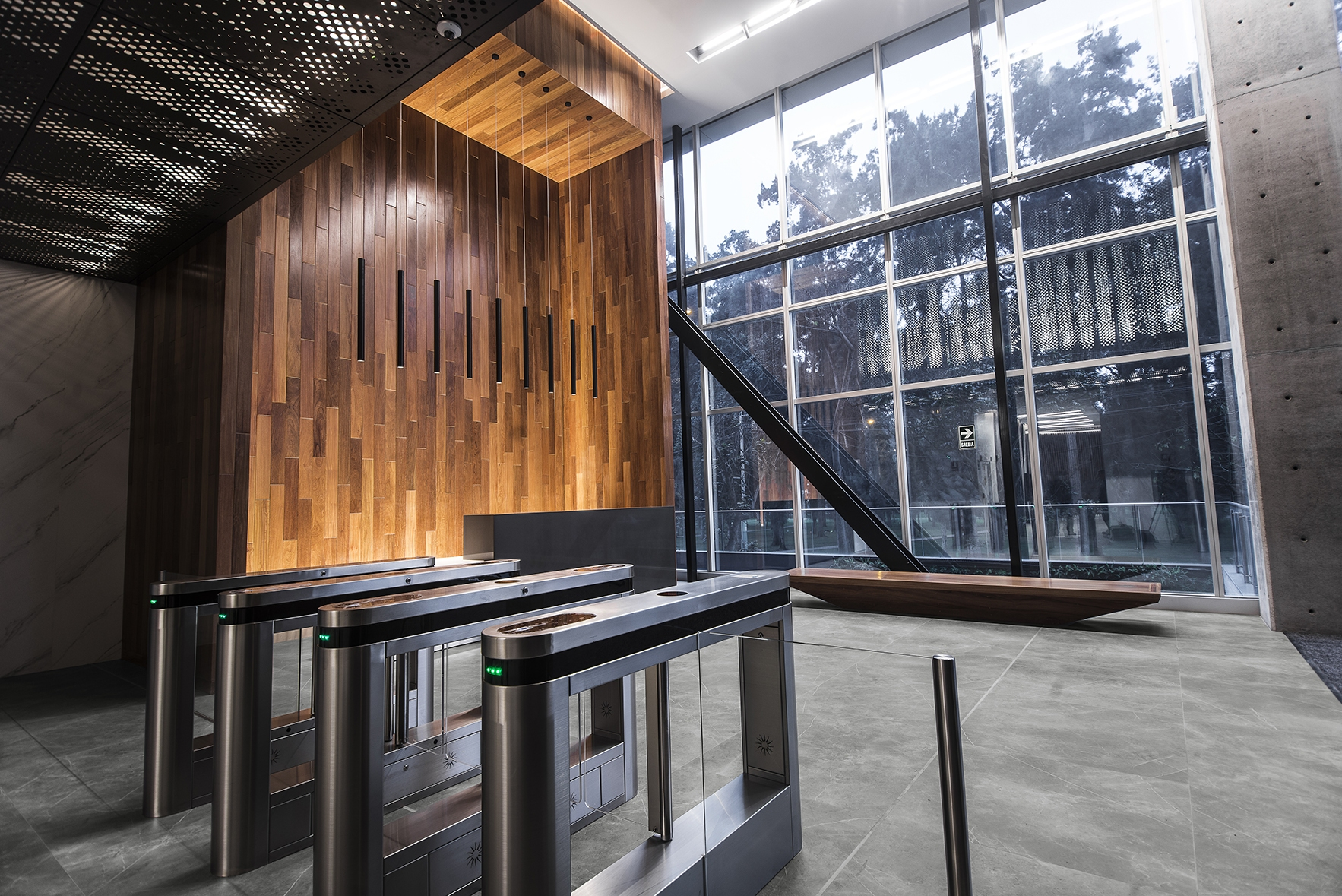 INALCO-STORM-GRIS-NATURAL-SUELO-LOBBY-002