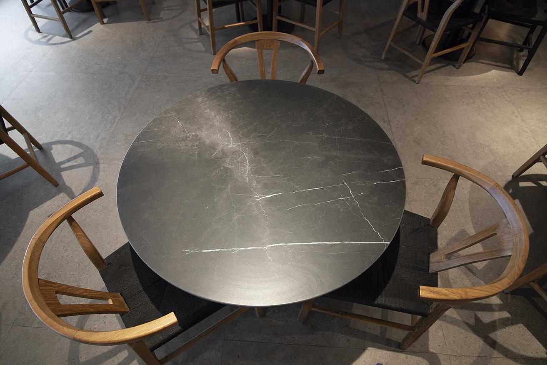 2-Mesa-de-restaurante-Àlex-Girò-mesa-restaurante-Storm-2