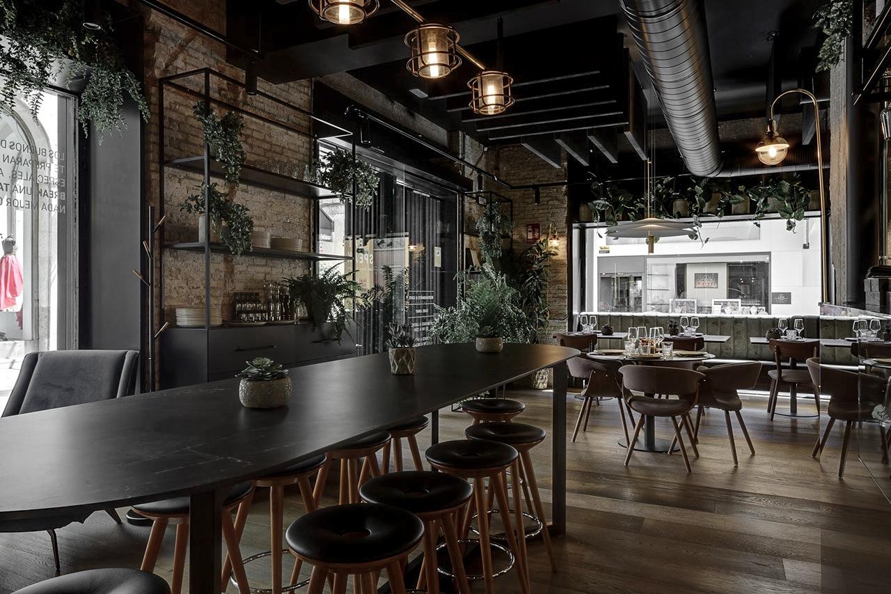 7-Mesa-de-restaurante-Storm-Caliz-Vazquez