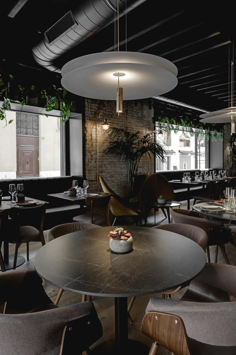 8-Mesa-de-restaurante-Storm-Caliz-Vazquez